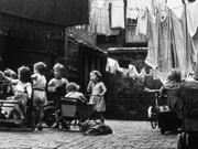 Bambini-cortile