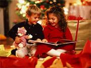 Bambini-leggono-sotto-alber