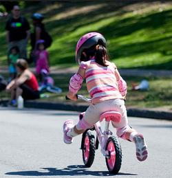 La Prima Bicicletta Con O Senza Rotelle Età Prescolare Bambinopoli